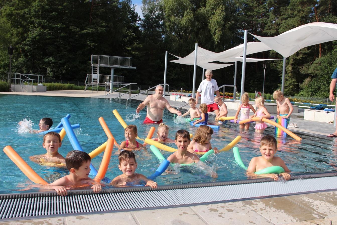 Bernau bei Berlin, Kitaschwimmen, Freibad Waldfrieden, Sommer, Kita, Ferien, Barnim,