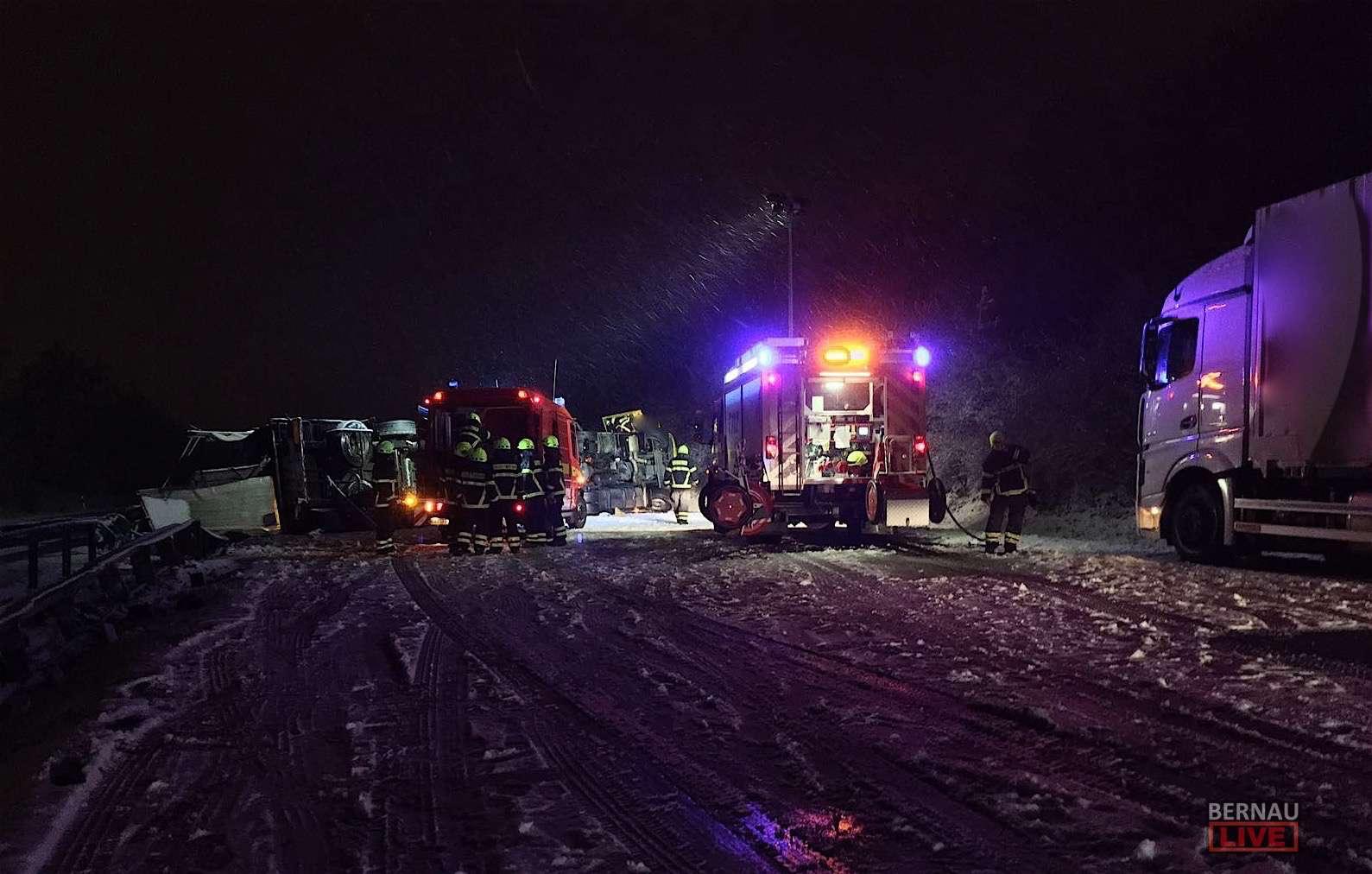 A11 zwischen Bernau Nord und Bernau Süd - schwerer Unfall - Vollsperrung!