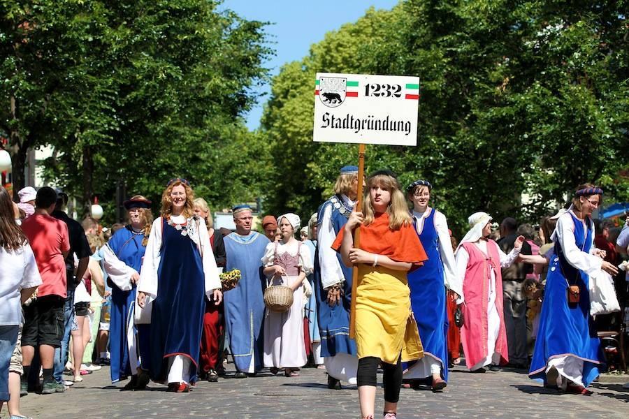 Hussitenfest Bernau: Schilderträger für den Umzug gesucht