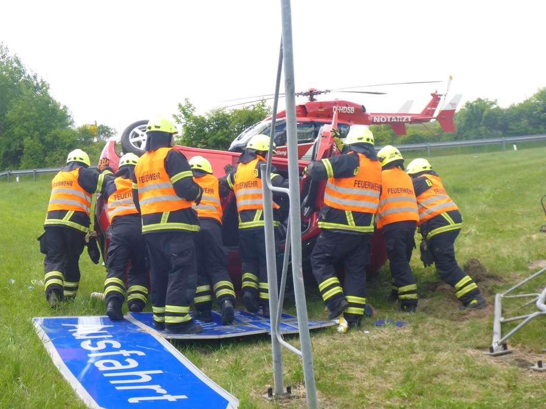 Photo of Bernau: Pkw überschlägt sich –Fahrer schwer verletzt
