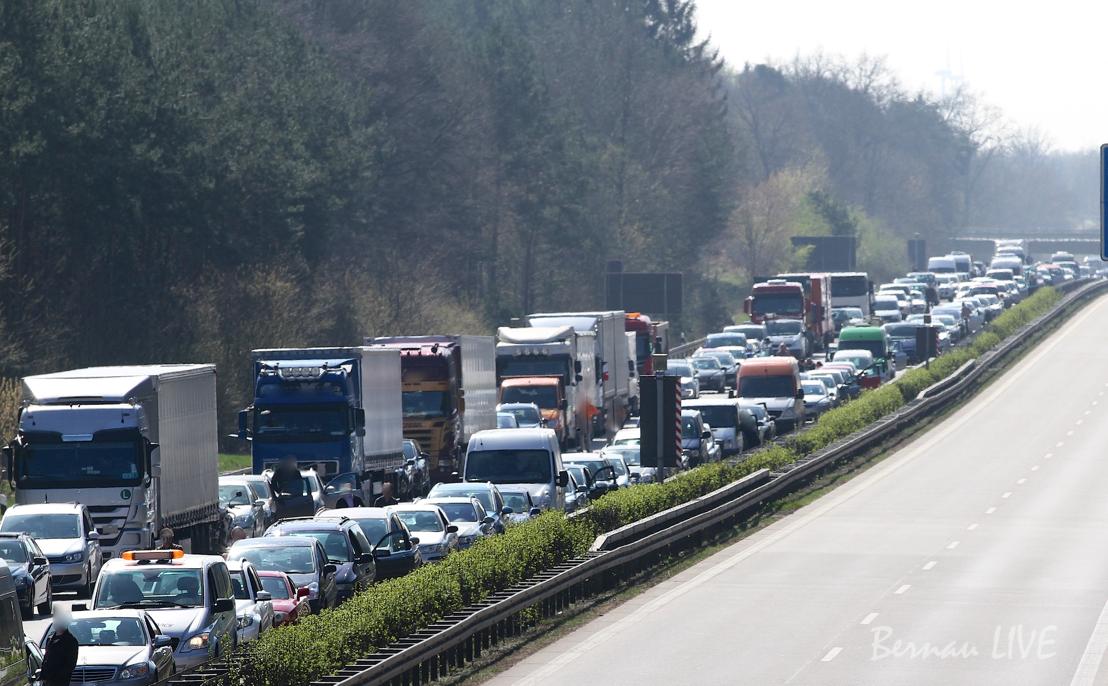Verkehrshinweis: Schwerer Unfall auf der A11 - Sperrung!