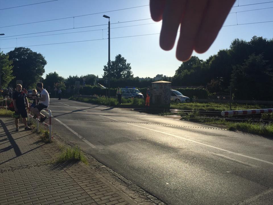 Photo of Bernau: Unfreiwillige Pause an der Bahnschranke bei fast 30 Grad