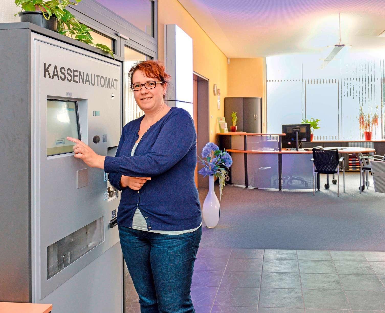 14.07.2015 Bernau. Kassenautomat im Kundencentrum, Marina Petzel, Stadtwerke Bernau, Bernau, Info Bernau, Bernau LIVE, Barnim, Ladeburg,
