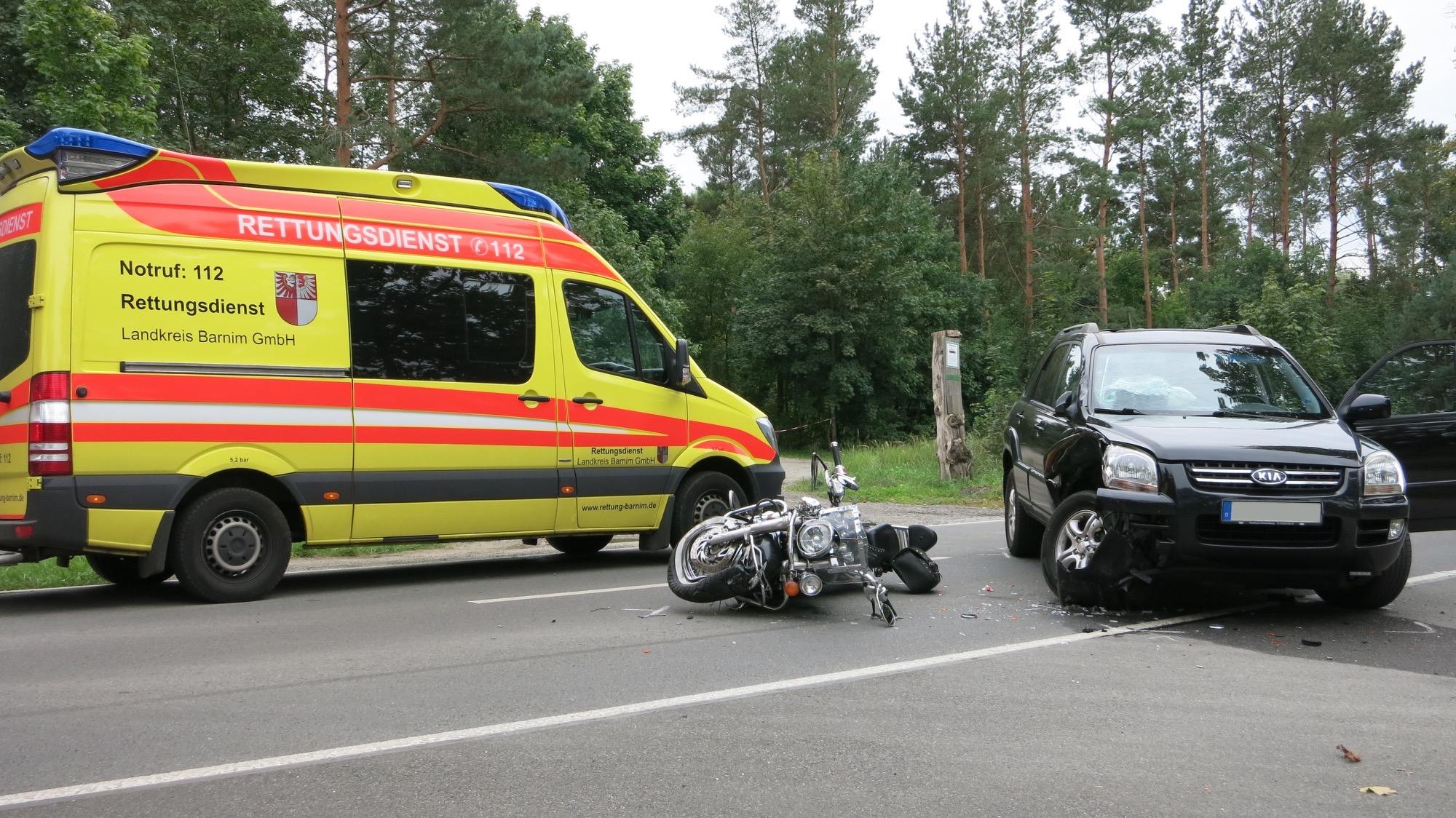 Photo of Bernau: Motorradfahrer stirbt bei Unfall