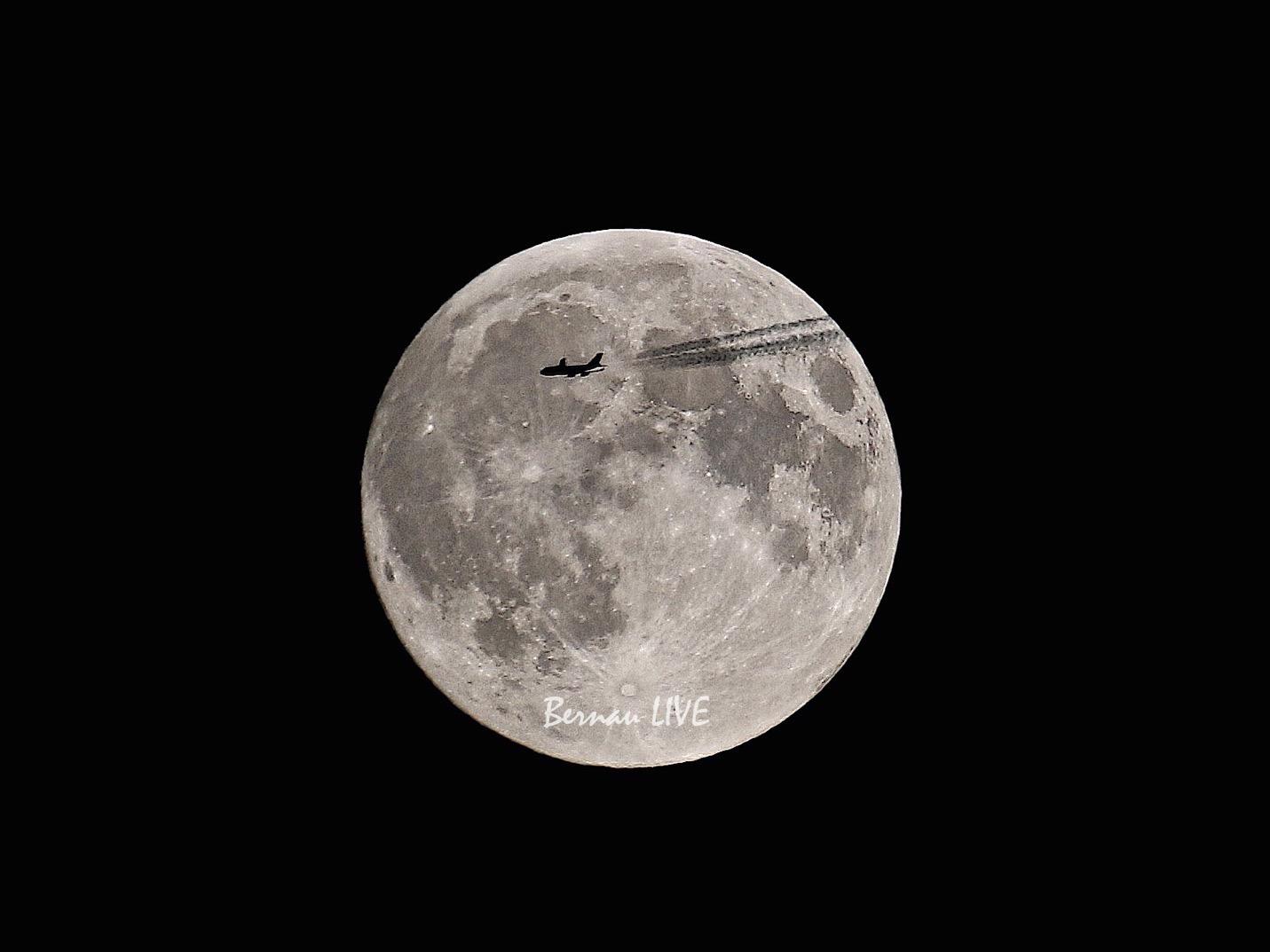 Photo of Bernau: Flugzeug im Mond – Unser Bild zur Nacht