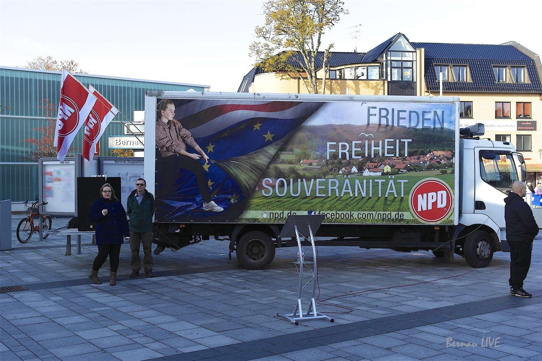 NPD Kundgebung in Bernau - grösseres Auto aber mehr auch nicht!