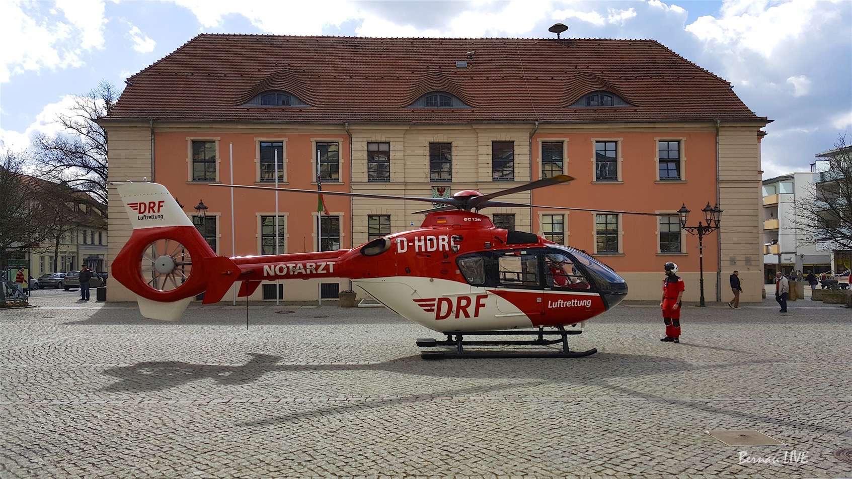Photo of Rettungshubschrauber Christoph 64 auf dem Marktplatz Bernau
