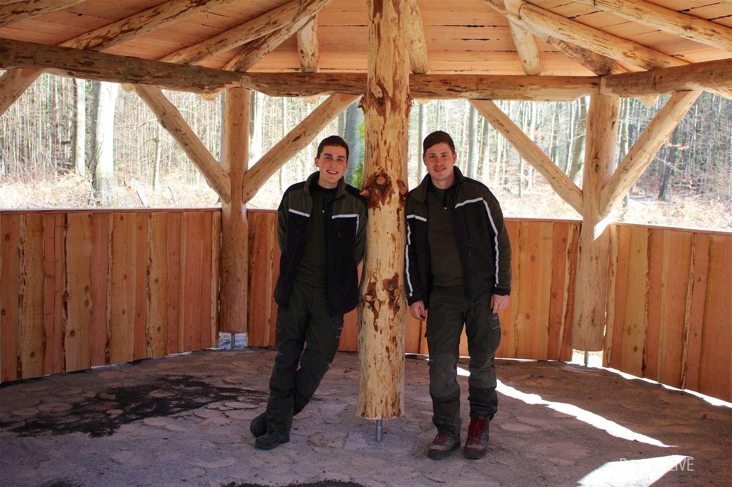 Photo of Forst-Azubis aus Bernau bauen Wetterschutzhütte