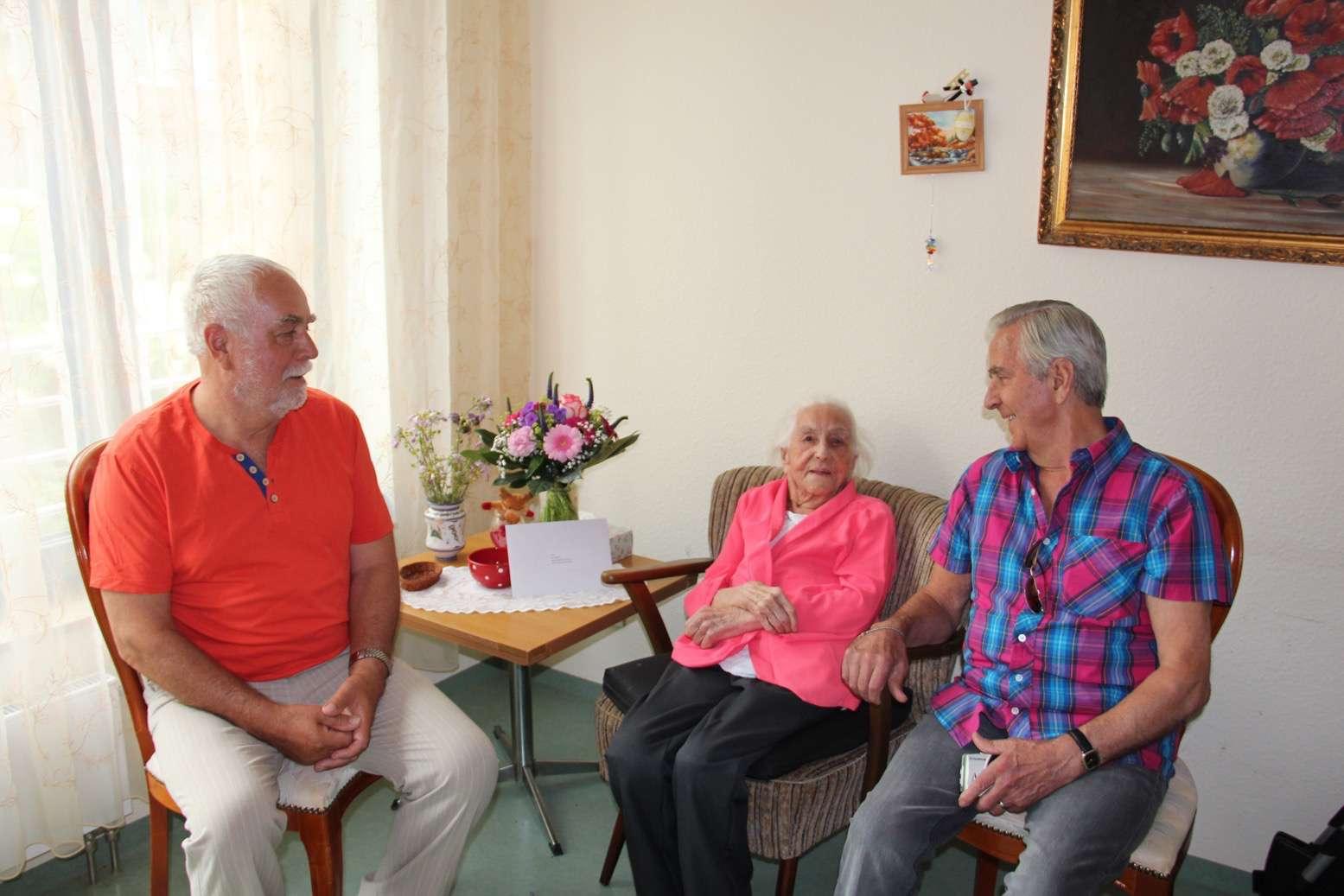 Bernau: Gratulation und alles Gute zum 100. Geburtstag