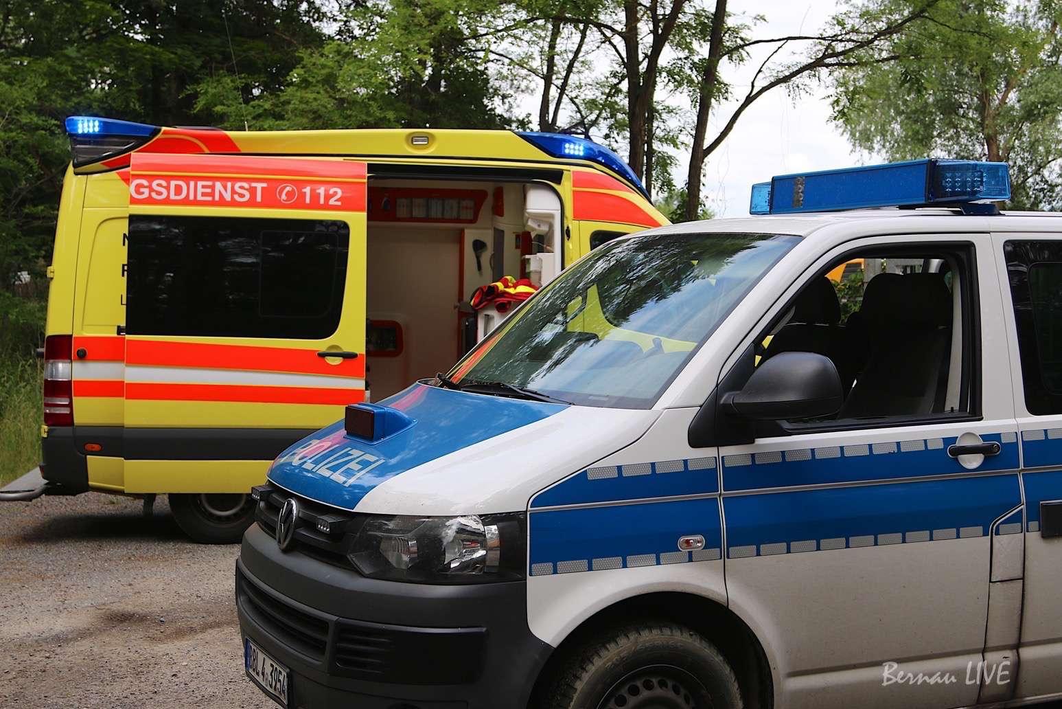 Unfall: Sattelzug fuhr in Streufahrzeug + Räuberischer Diebstahl