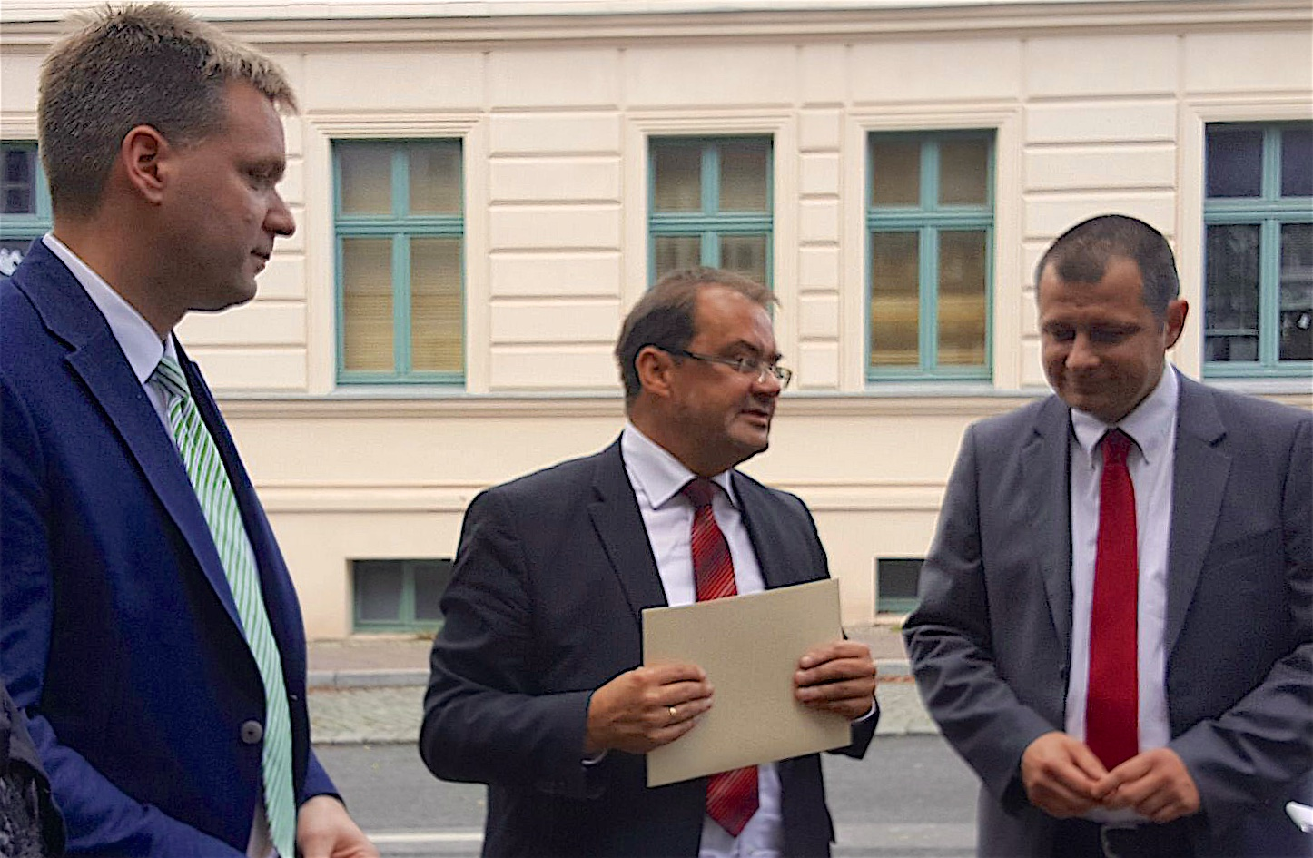 Biesenthal - Werneuchen: Bereits am vergangenen Freitag überreichte Brandenburgs Agrar- und Umweltminister Jörg Vogelsänger Fördermittel aus dem EU-Agrarfonds ELER