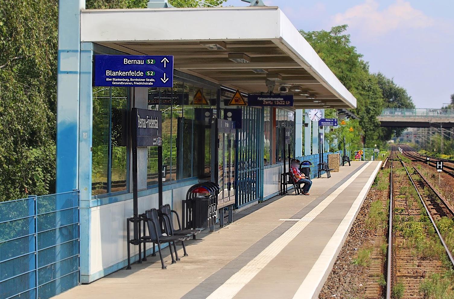 Auf Grund eines Polizeieinsatzes zwischen Bernau-Friedenstal und Zepernickkommt zu Verspätungen. Zugausfälle sind möglich....