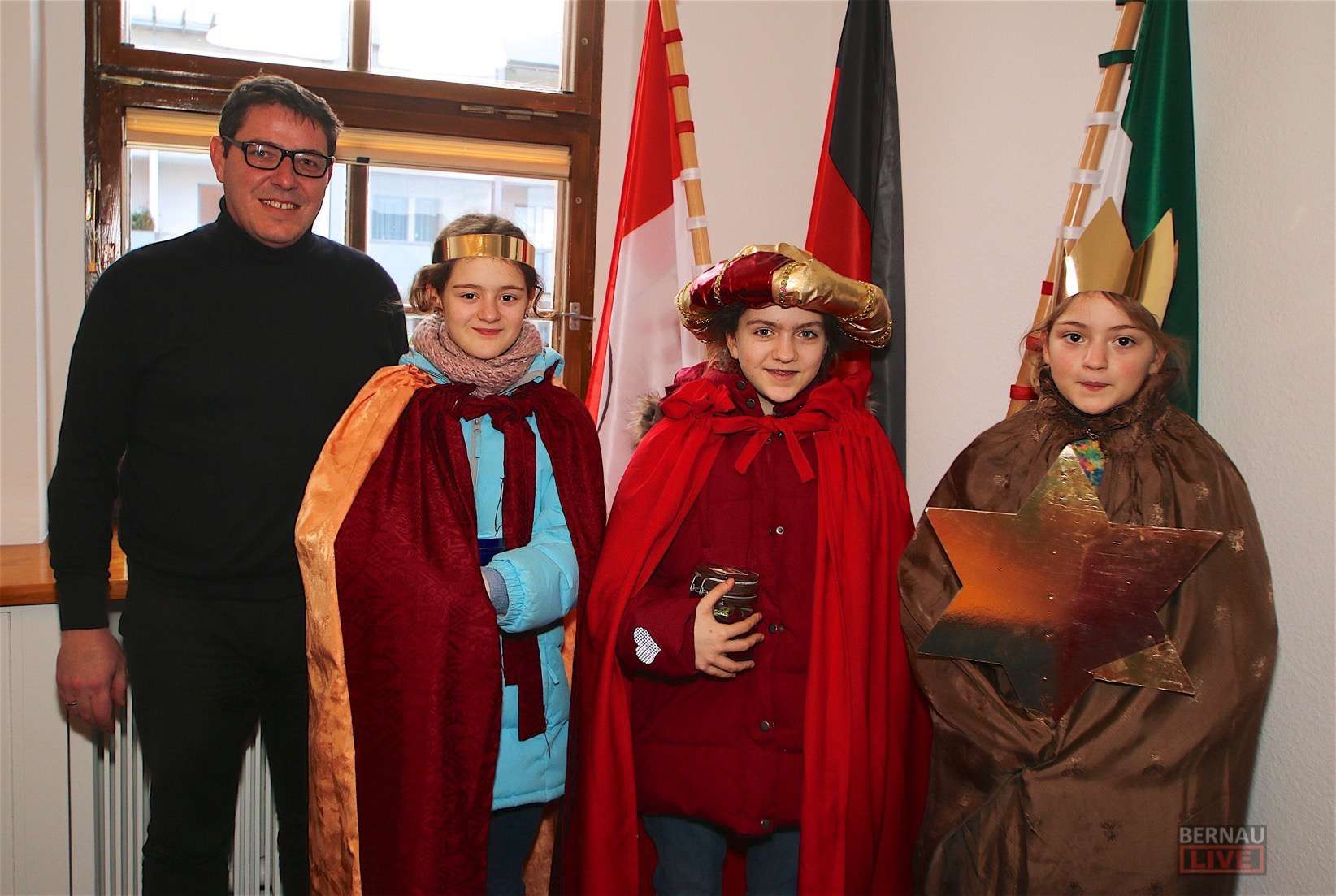 Sternsinger segneten heute das (alte) Rathaus in Bernau