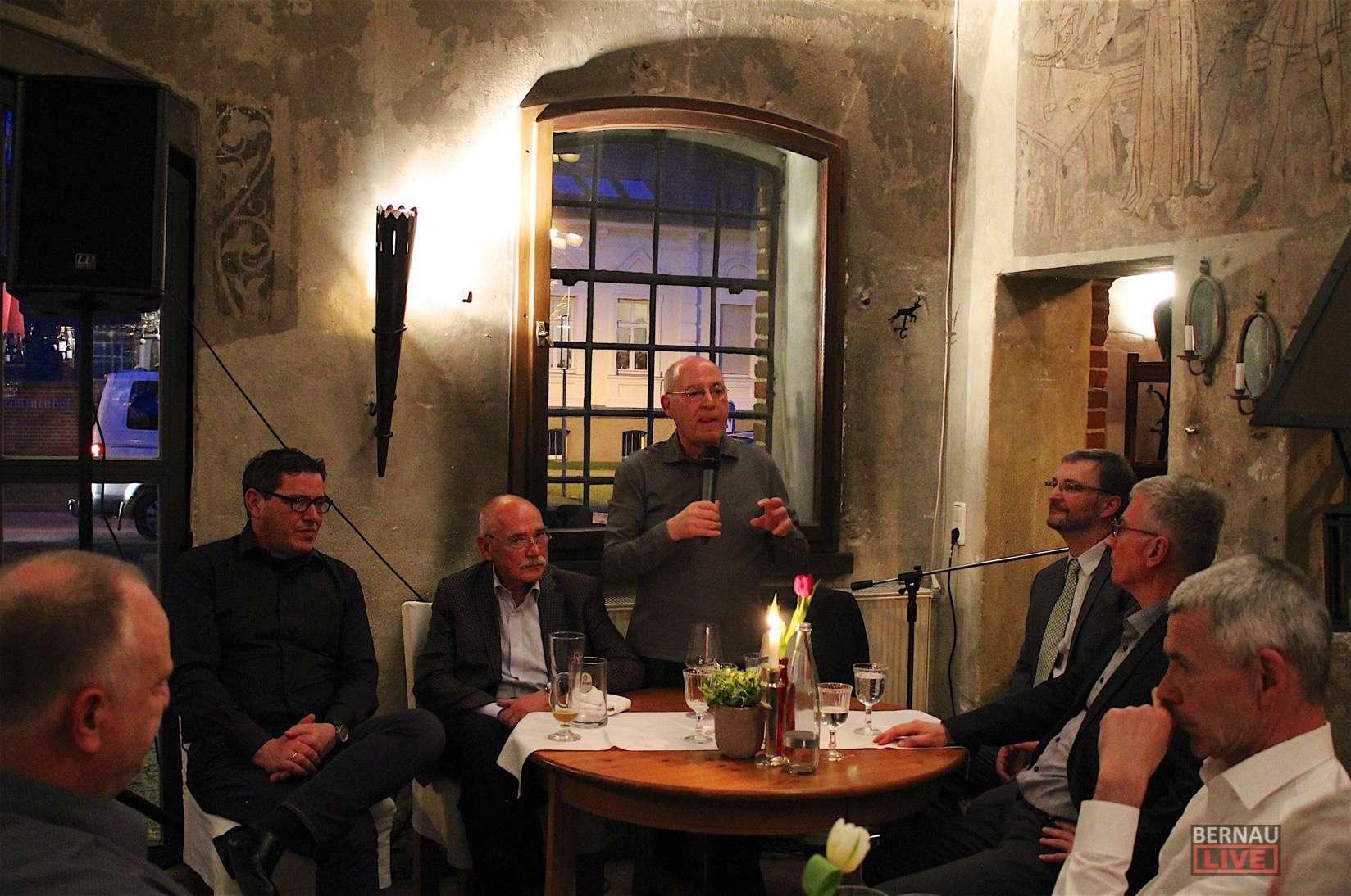 """b43c5154913d99 Dr. Gregor Gysi zu Gast beim """"Kamingespräch"""" in Zepernick"""