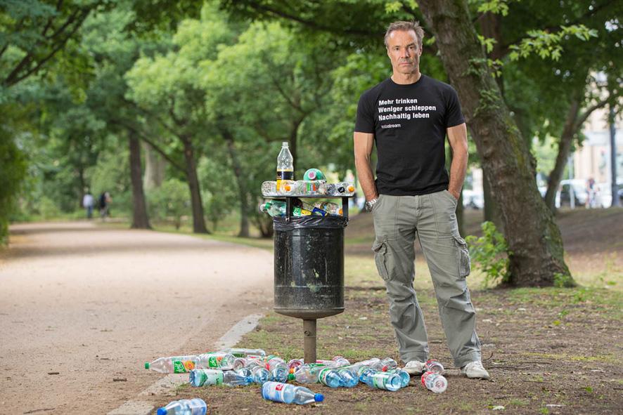 Goodbye Plastic Bottles: Hannes Jaenicke für plastikfreies ...