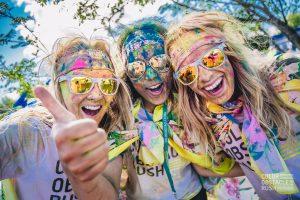 Color Obstacle Rush - Das farbenfrohe Lauf-Event auf der Galopprennbahn Hoppegarten