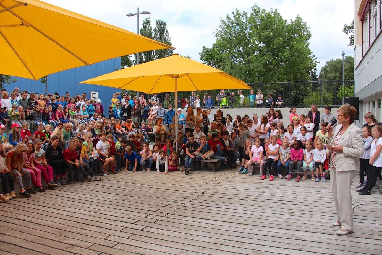 Bernau: Schulhof fertig: Die Georg-Rollenhagen-Grundschule feiert