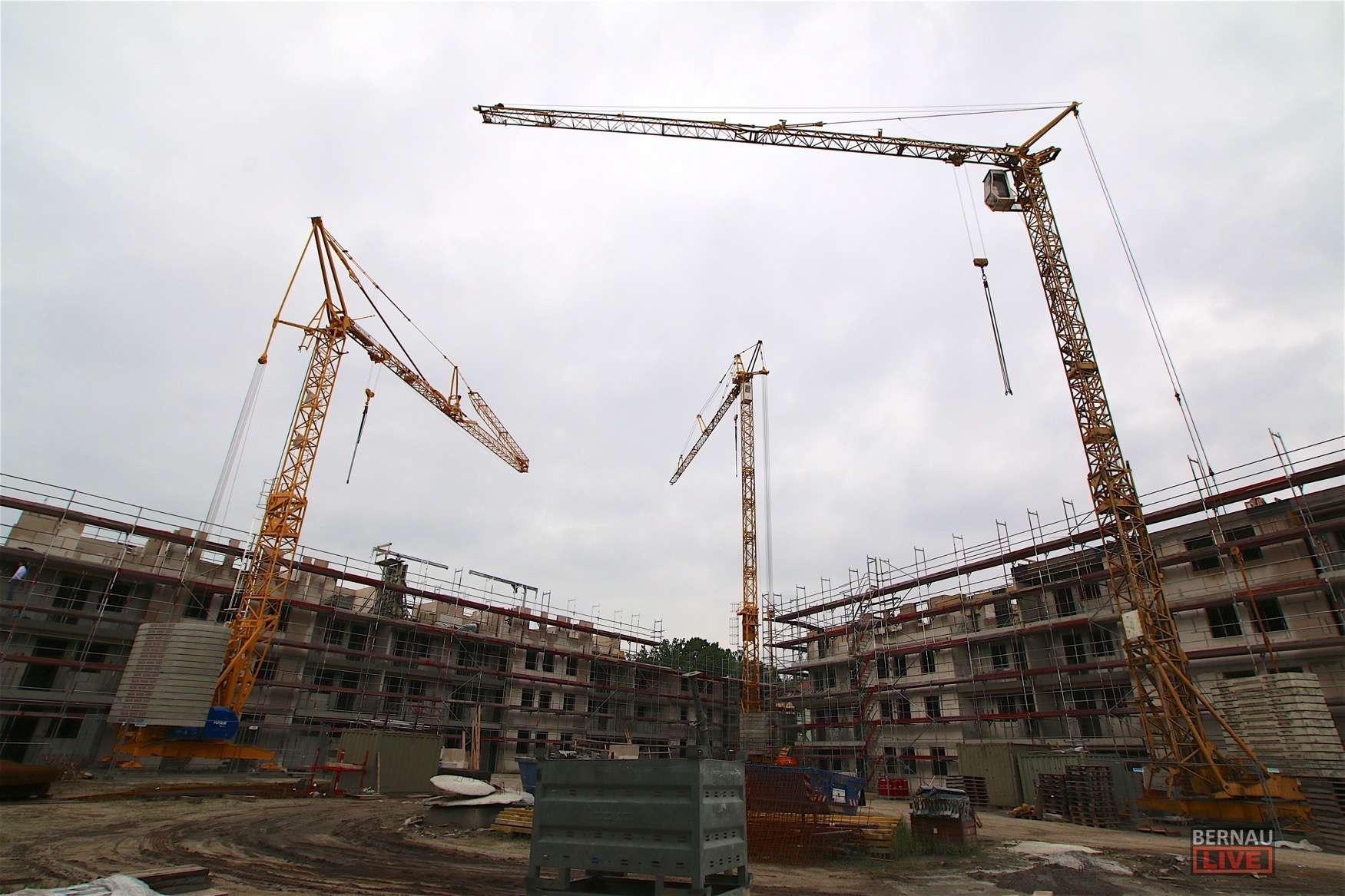 Bernau: Deckenfest: Wohnungsbau an der Schönower Chaussee gut im Plan