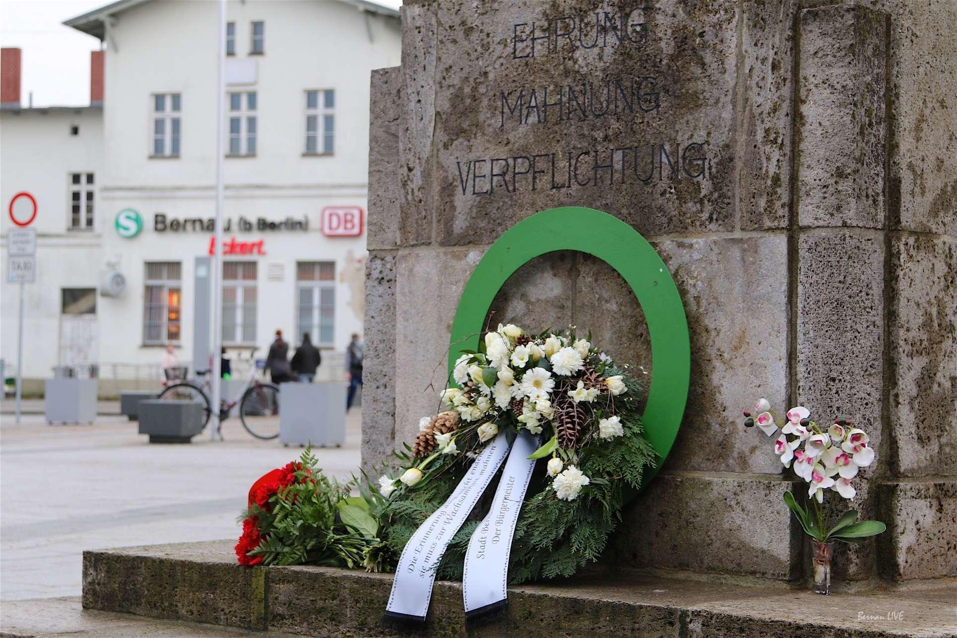 Kranzniederlegung in Bernau: GEGEN DAS VERGESSEN