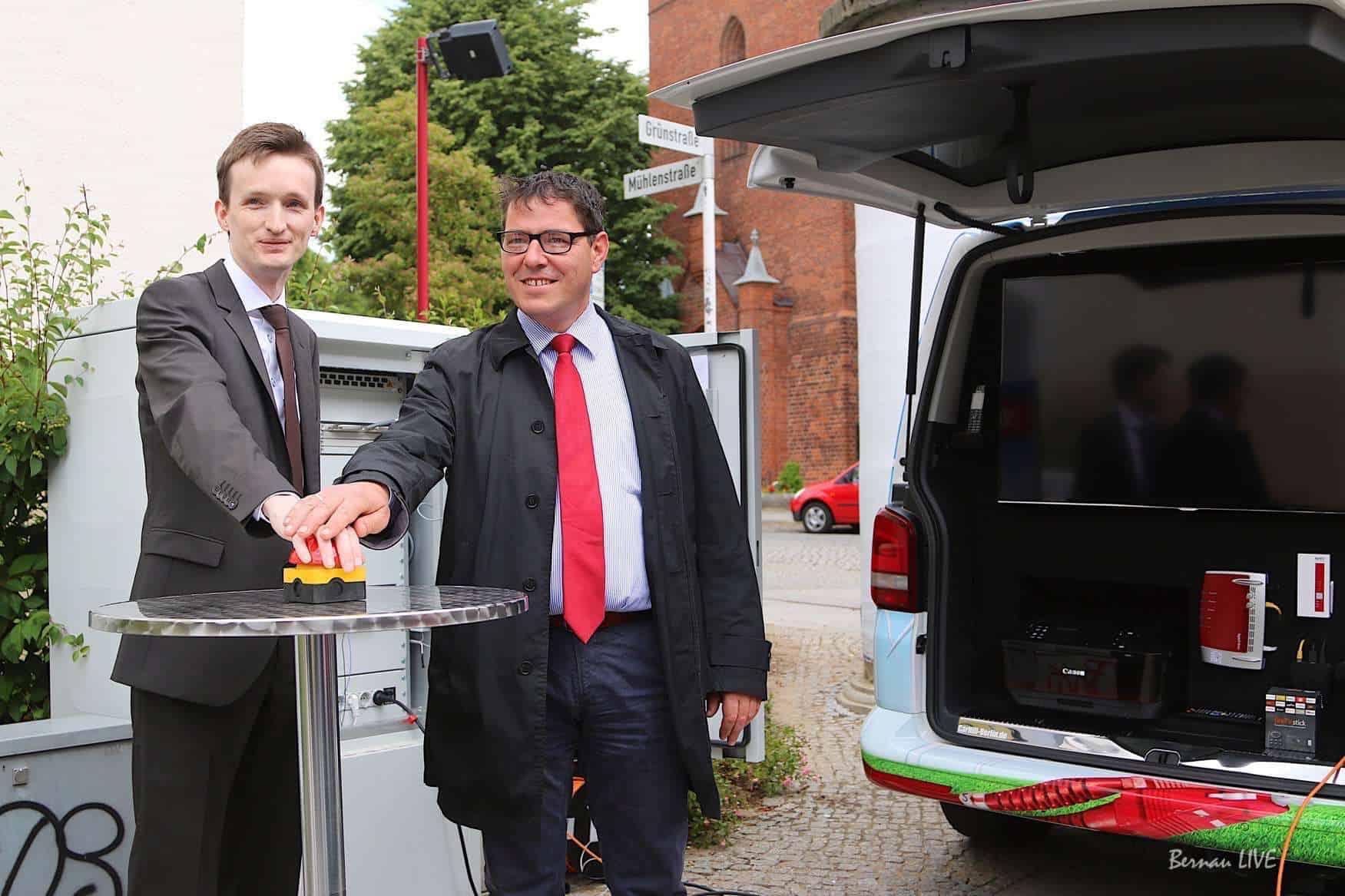 Bernau: Stahlträger kappt Glasfaserkabel - Kunden ohne Anschluss