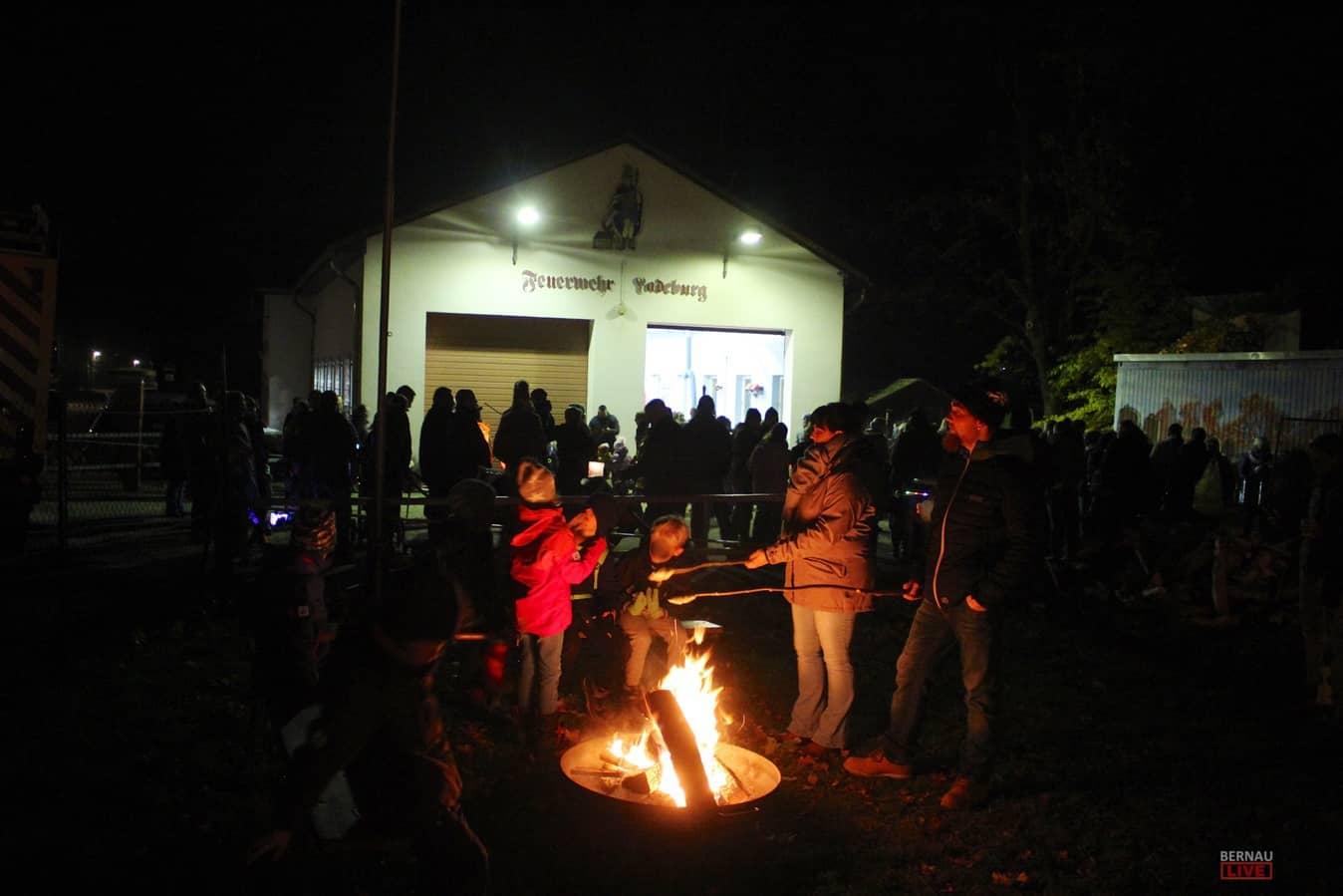 Laternenumzug in Ladeburg - Lichter, Stockbrot und Musik
