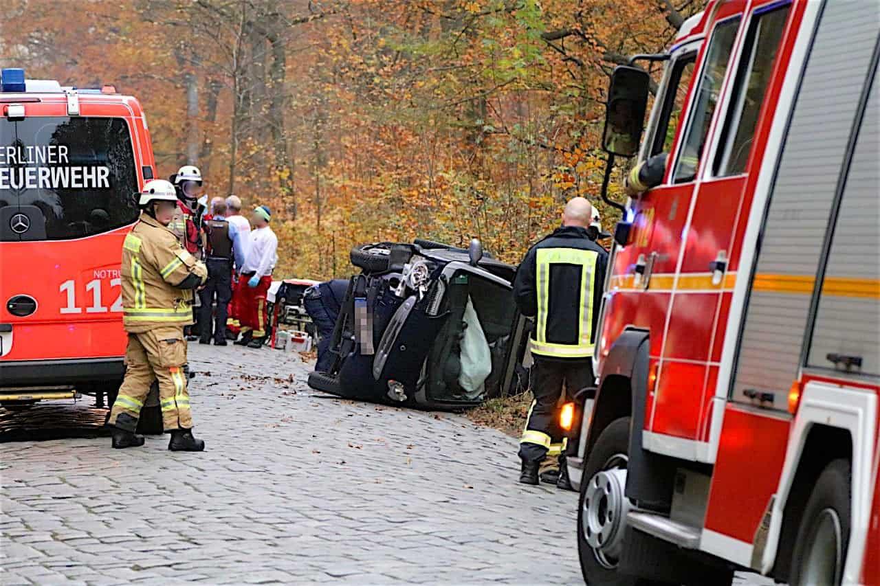 Schwerer Verkehrsunfall auf der Hobrechtsfelder Chaussee