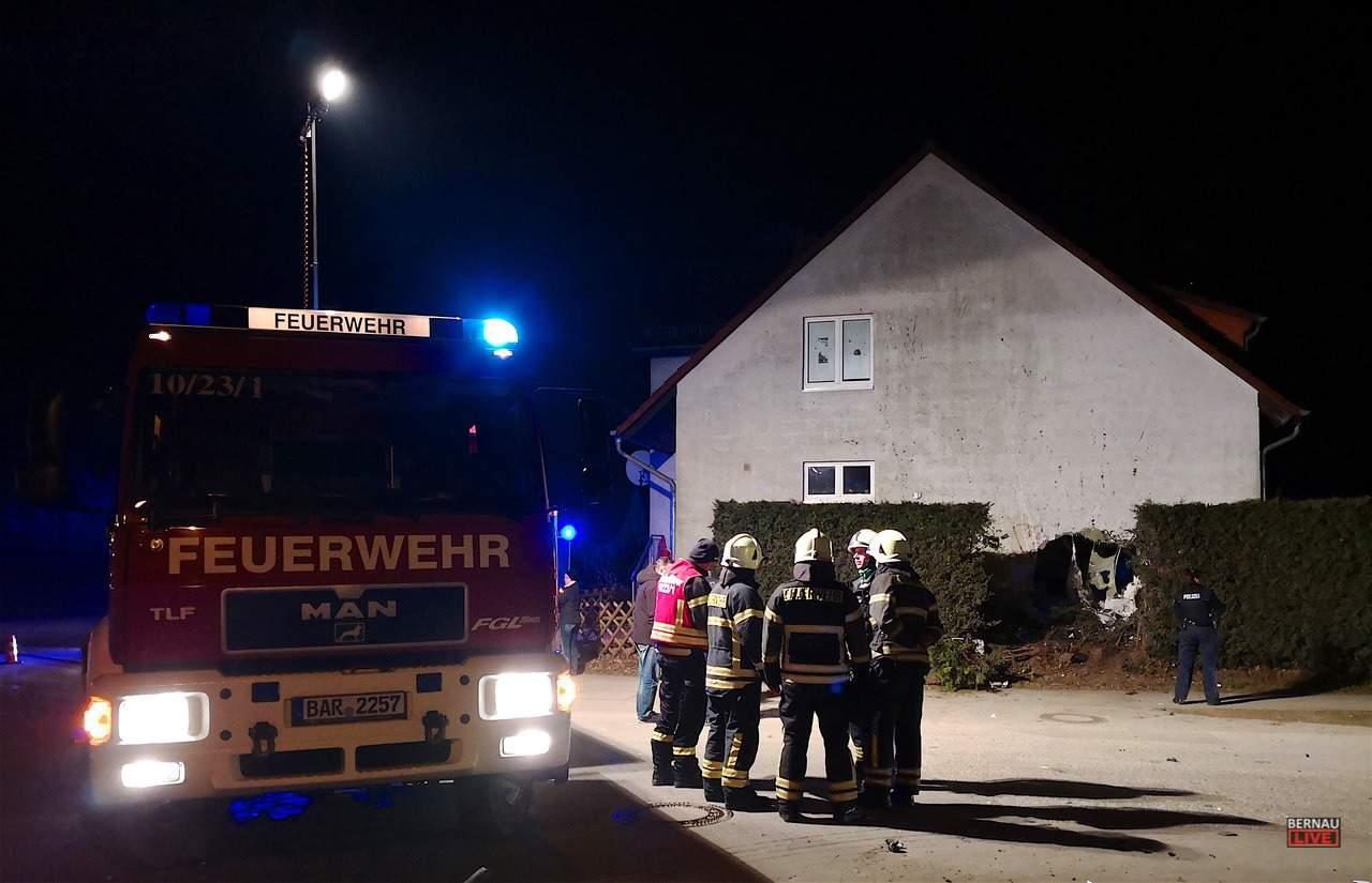 Transporter rast in Zepernick in ein Wohnhaus - Fahrer flüchtete