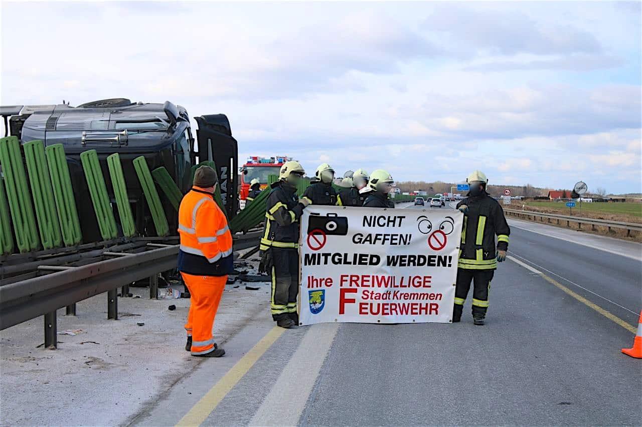 Umgekippter LKW sorgt für Verkehrschaos auf der A10