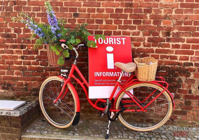 """(Oster) """"Öffnungszeiten"""" der Bibliothek und Tourist-Info Bernau"""