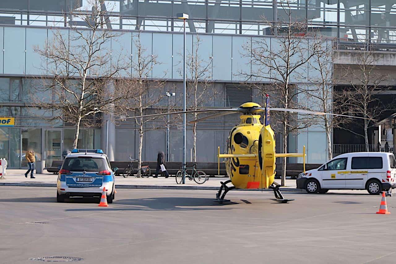 Berlin: Kurioser Unfall: Bus kollidiert mit Rettungshubschrauber Christoph 31