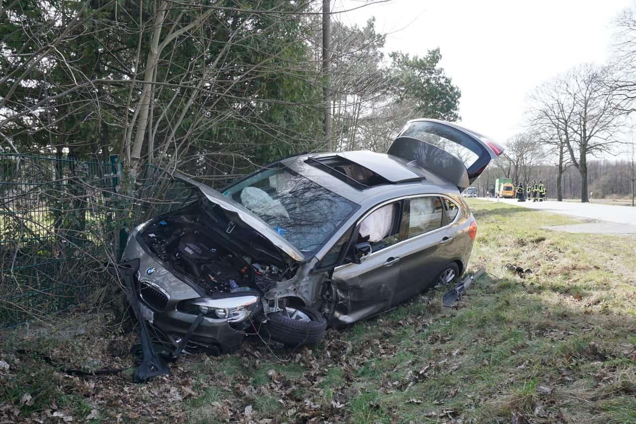 Schwerer Verkehrsunfall auf der Schwanebecker Chaussee in Bernau