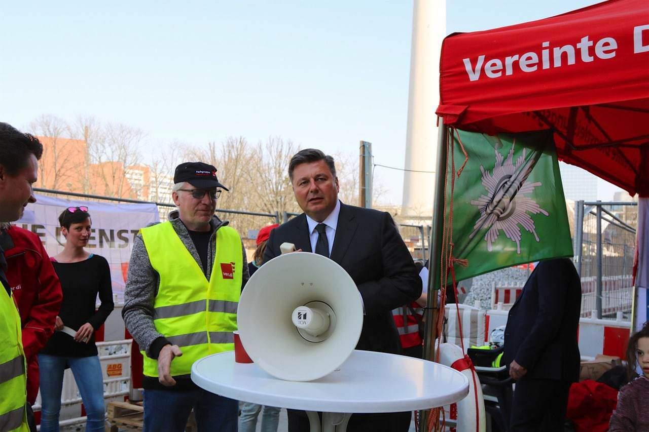 """""""Berlin brennt"""" in der dritten Woche - Innensenator heute vor Ort"""