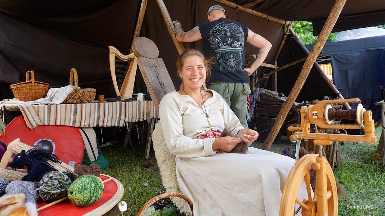 Kunst- und Handwerkermarkt lud in Bernau zum Verweilen ein