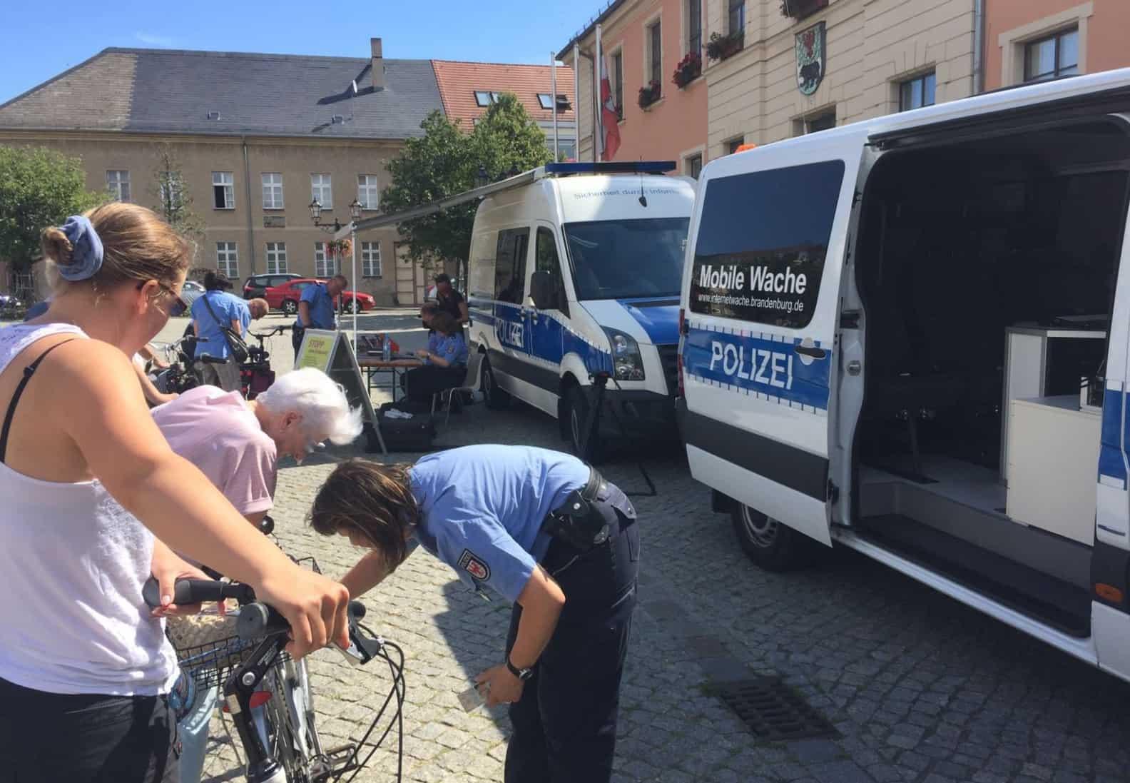 Kostenlose Fahrrad-Codierung durch die Polizei in Bernau