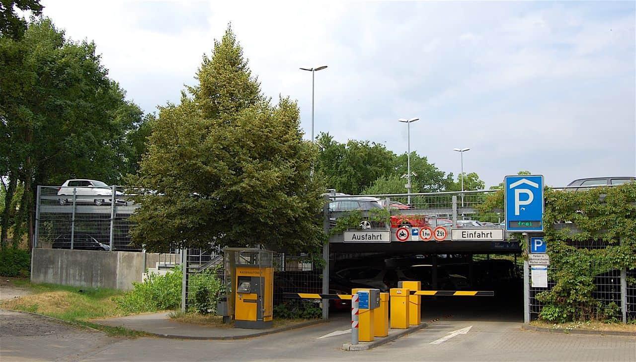 Parkhaus am Bahnhof Bernau am 11. Juli 2018 komplett gesperrt