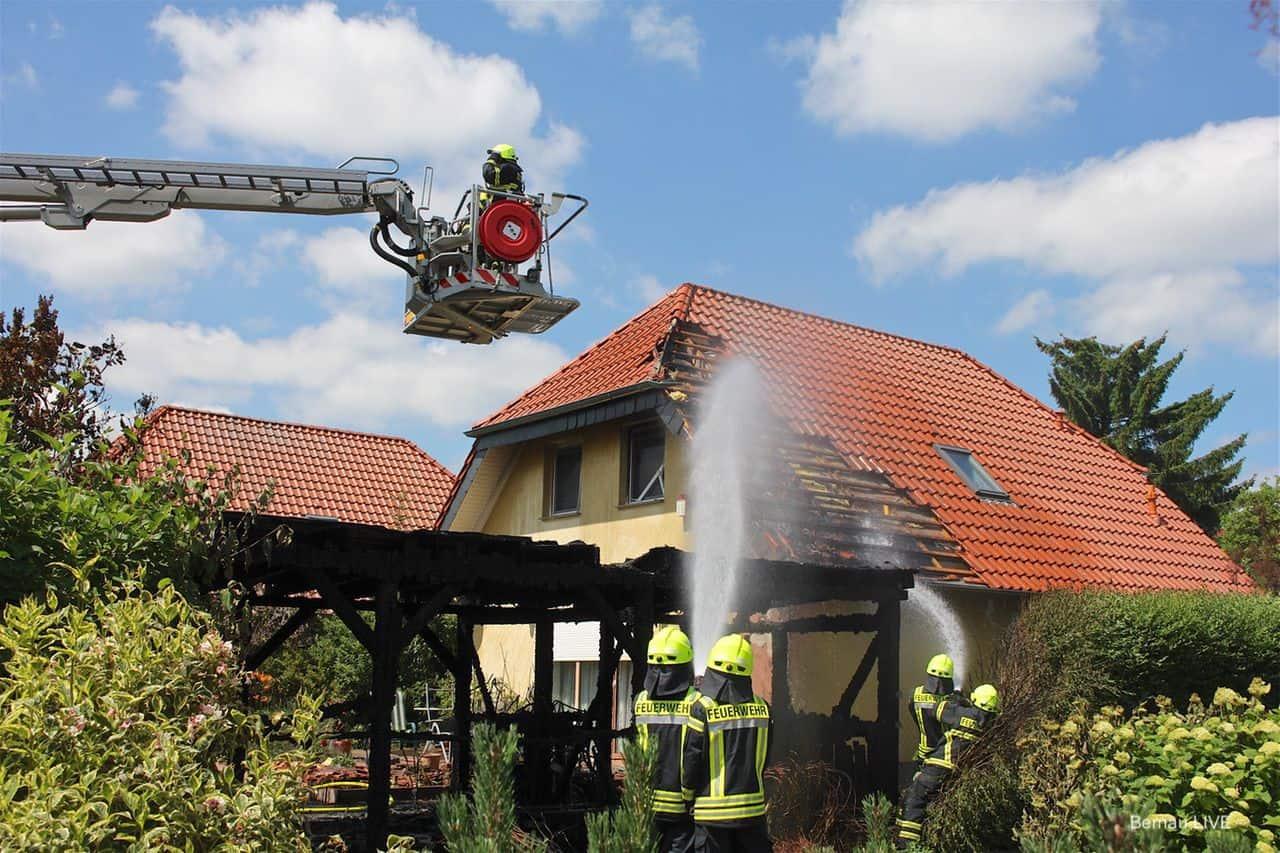Hausbrand: Großeinsatz der Feuerwehren in Bernau-Lindow