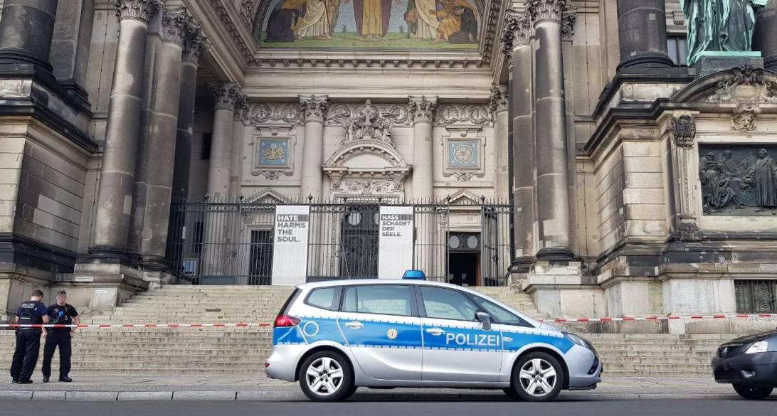 Schüsse im Berliner Dom - Randalierer durch Polizei angeschossen