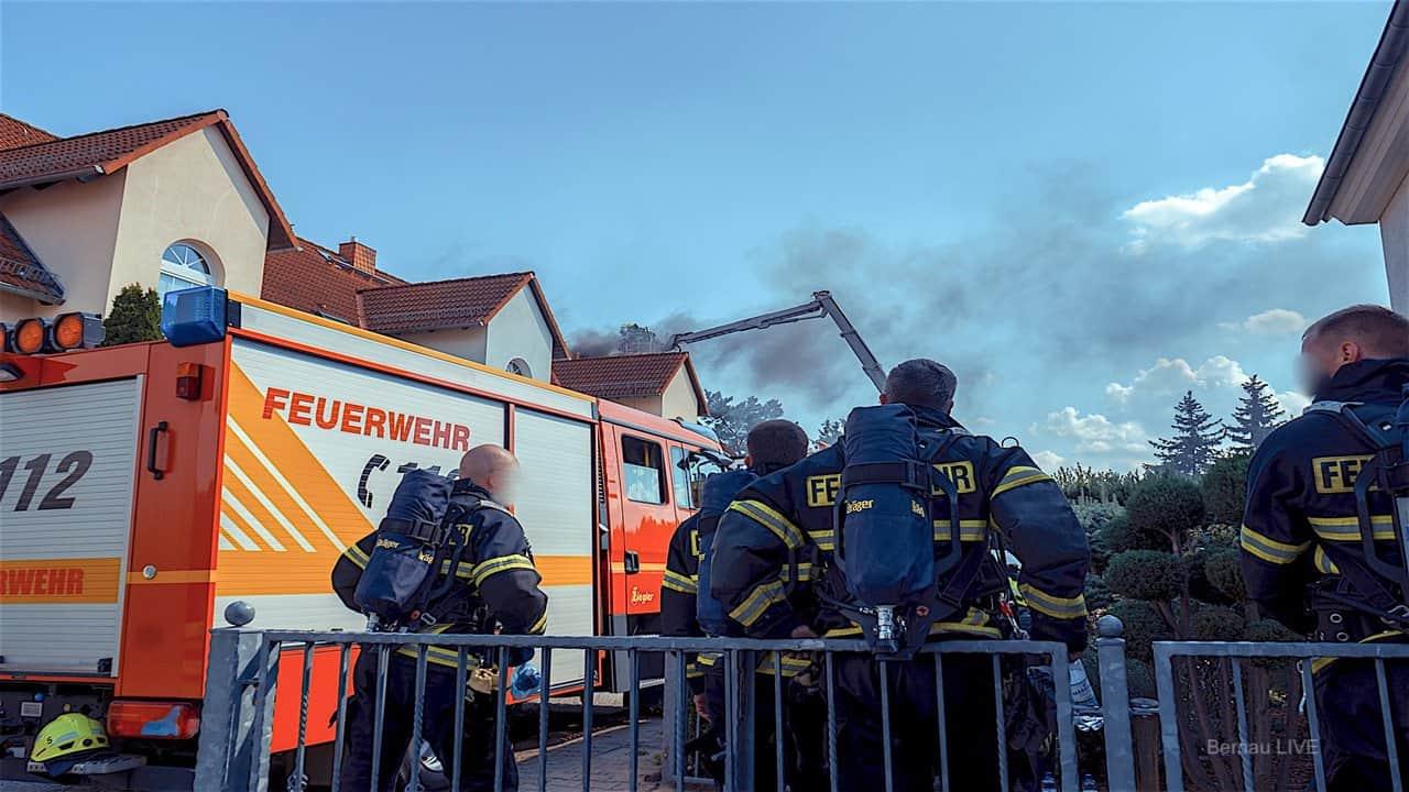 Feuerwehr: Brand eines Reihenhauses in Bernau bei Berlin
