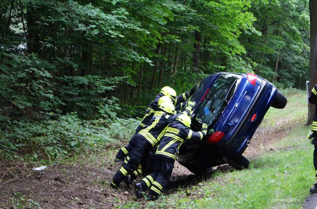 Unfall Bernau: PKW auf der Wandlitzer Chaussee überschlagen - Vollsperrung