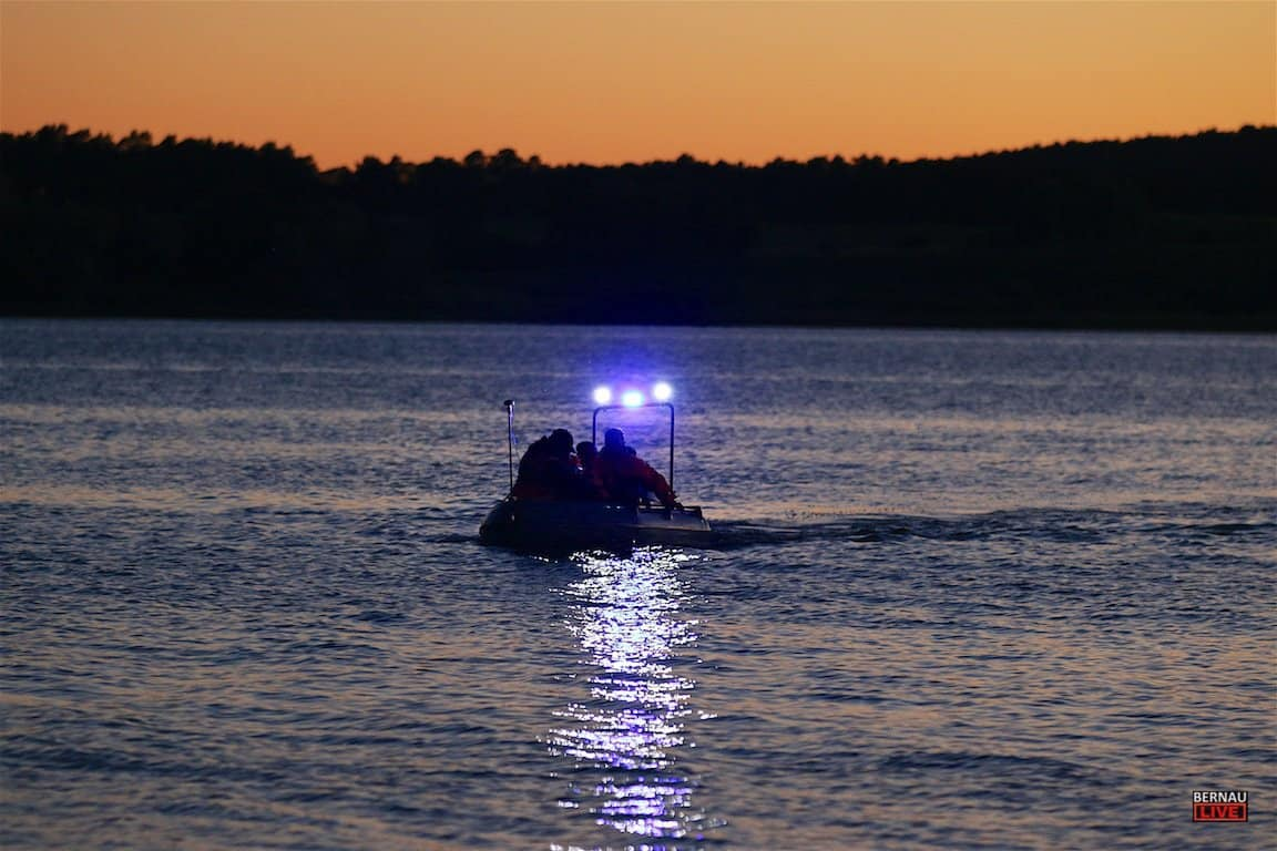 Bernau - Ladeburg - Feuerwehr Ladeburg - Rettungshundestaffel - Person nach Bootsausflug auf dem Oberuckersee vermisst