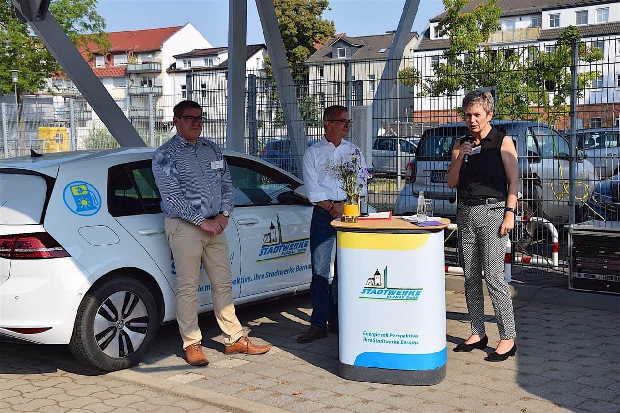 Energieminister Gerber besuchte E-Carport der Stadtwerke Bernau