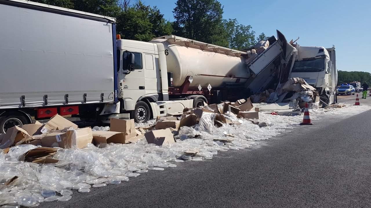 Rangsdorf - A10 - Unfall mit 6 beteiligten LKW´s sorgt für Dauerstau