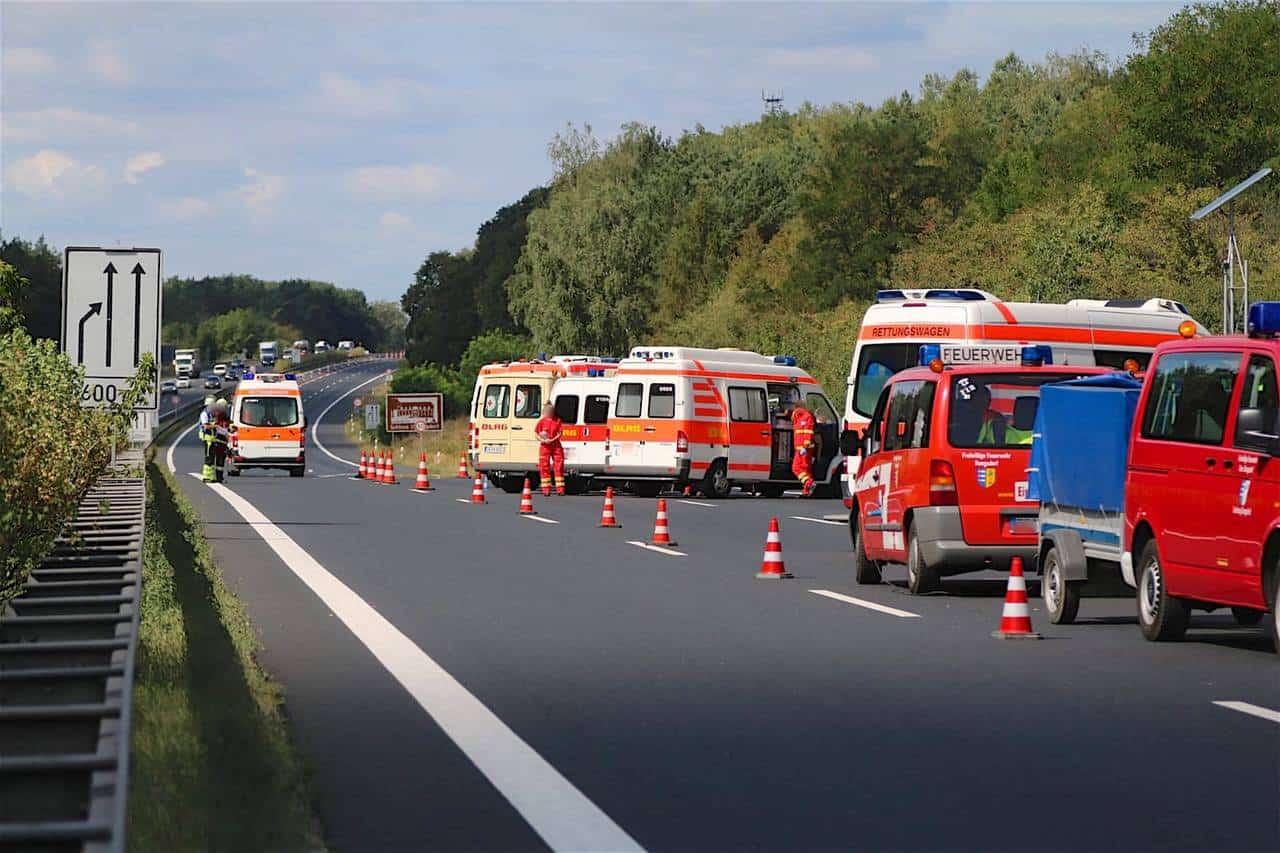 A10 Nuthetal Schwerer Verkehrsunfall Mit Reisebus 20 Verletzte