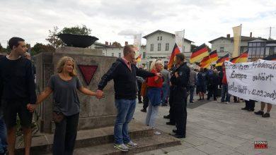 Friedensfest links- und AfD Kundgebung rechts vorm Bahnhof Bernau