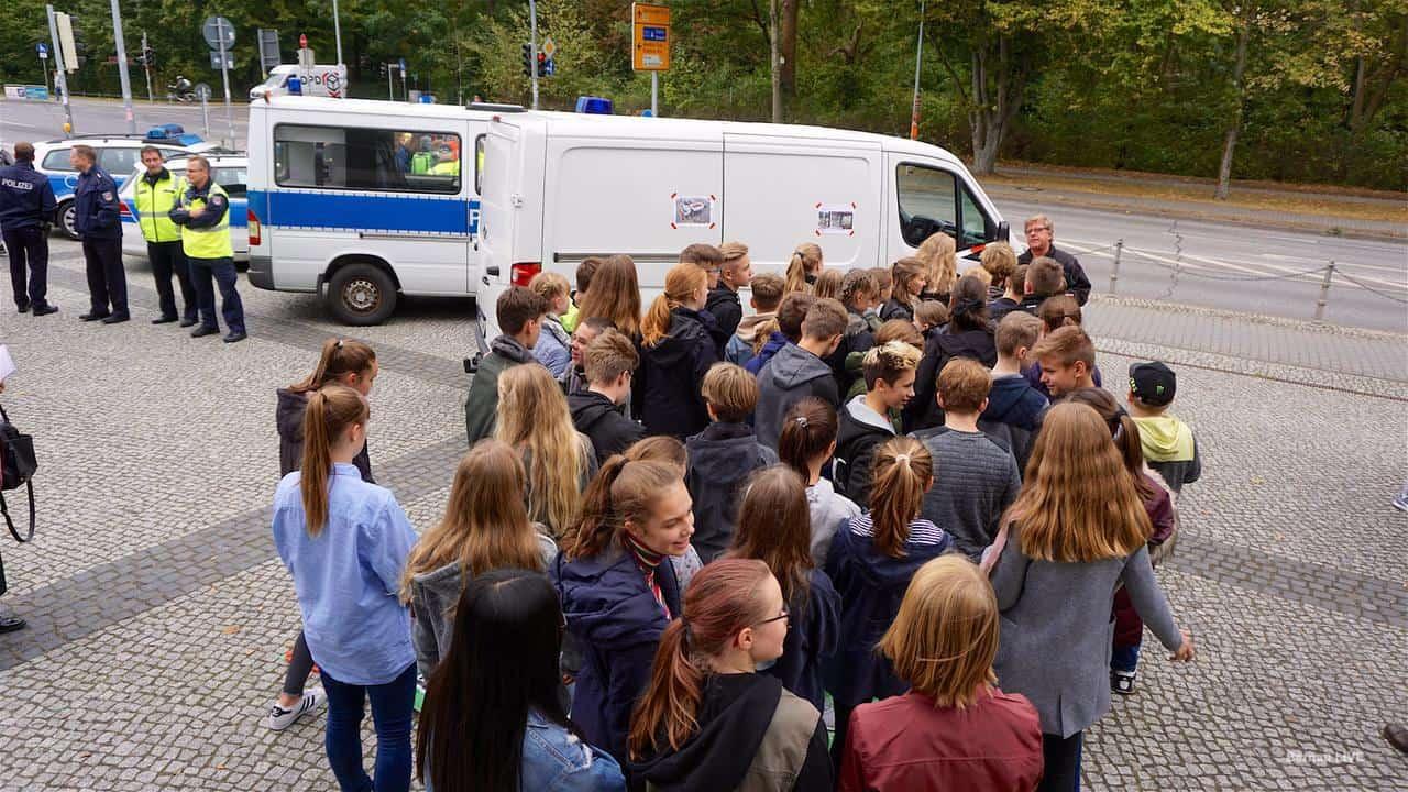 Sicheres Abbiegen im Straßenverkehr - die Polizei in Bernau informierte