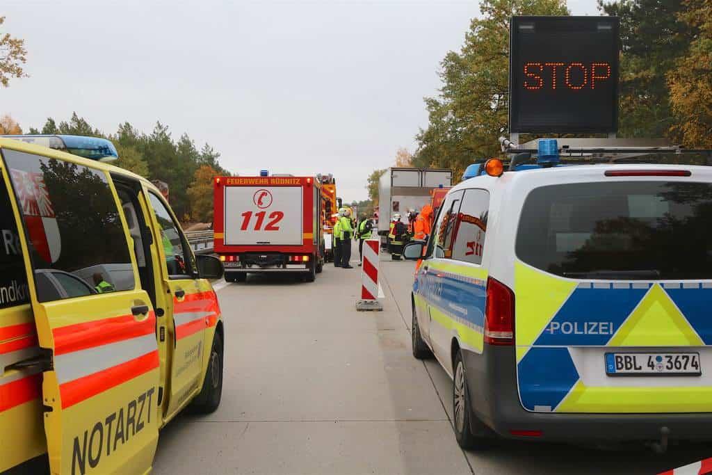 Bernau (Barnim): Zu einem tragischen Verkehrsunfall kam es am heutigen Montagvormittag gegen 10.30 Uhr auf der A11 zwischen den Anschlussstellen Lanke und Finowfurt.