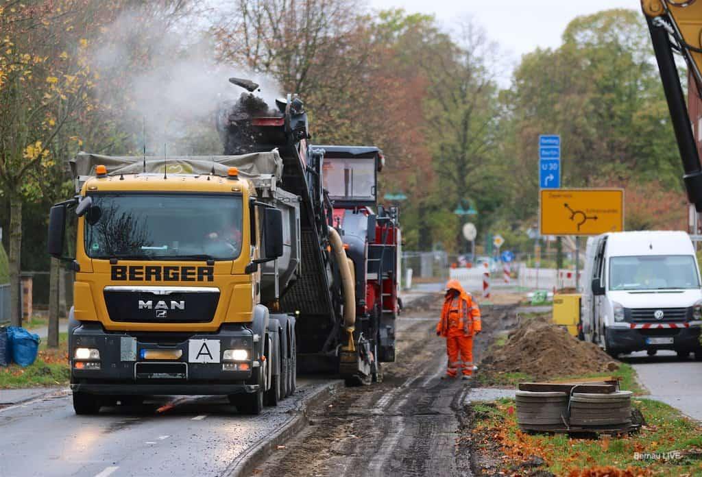 Fräsarbeiten in der Bernauer Allee in Schönow haben begonnen