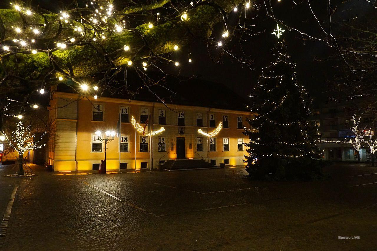 Die Innenstadt von Bernau leuchtet pünktlich zum ersten Advent
