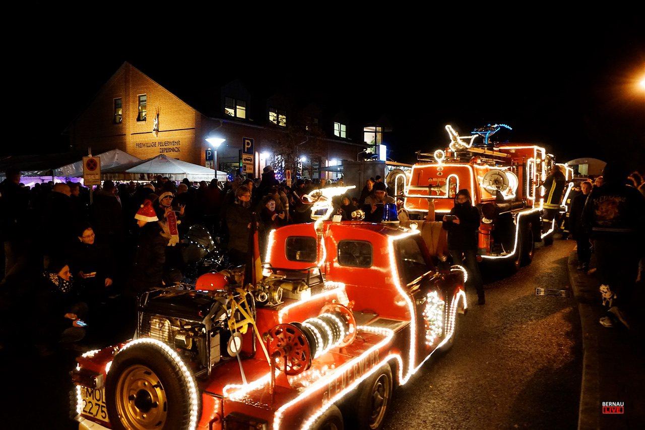 Weihnachtsparade in Zepernick: 62 Fahrzeuge - über 10.000 Zuschauer!