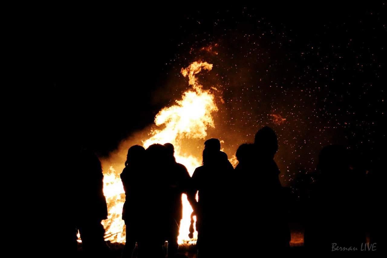 Weihnachtsbaum Explodiert.Weihnachtsbaum Verbrennen In Ahrensfelde Bernau Live